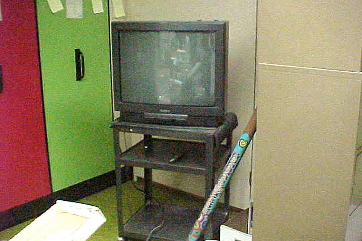 tv-on-cart-without-strap